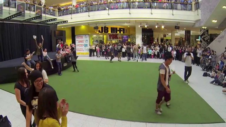 Russell-flashmob-marriage-proposal-to-Van-at-Highpoint-shopping-centre