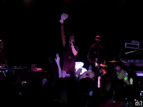 Black-Milk-ft.-Daru-Jones-Losing-Out-Sound-The-Alarm-live-at-Espy